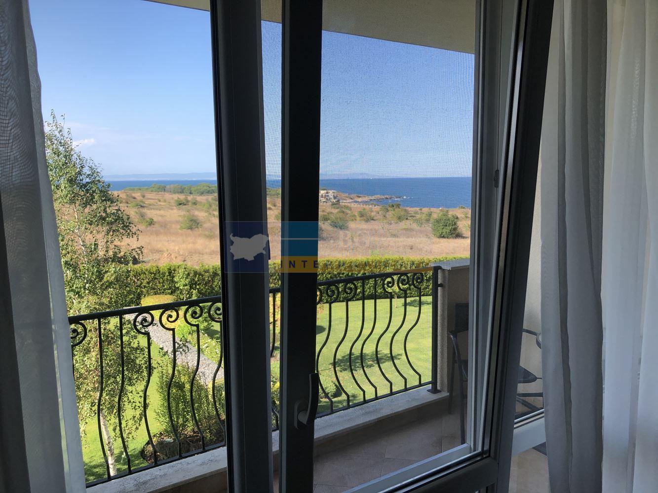 Стилен апартамент с гледка море
